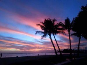 ハワイ オアフ島のバー3週間閉鎖を発表