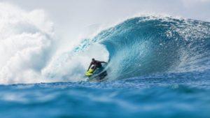 ハワイでのサーフィン大会を無期限に停止