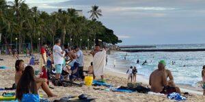 COVID-19規制にもかかわらず旅行に満足しているハワイの訪問者