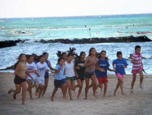 ハワイで最初のCOVID-19の子供の死亡は、コロナの危険を認識させる