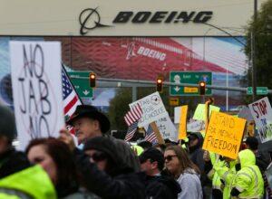米国のワクチン義務をめぐってシアトル近郊で抗議行動